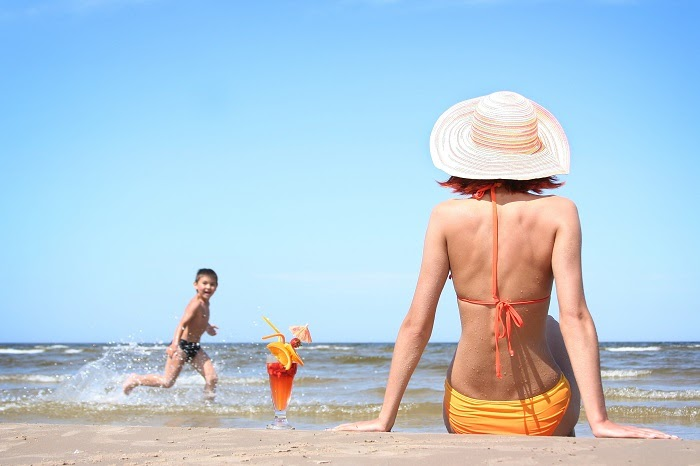 da bắt nắng khi đi biển