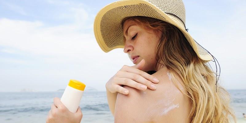 Bảo vệ da tránh bị bắt nắng khi đi biển