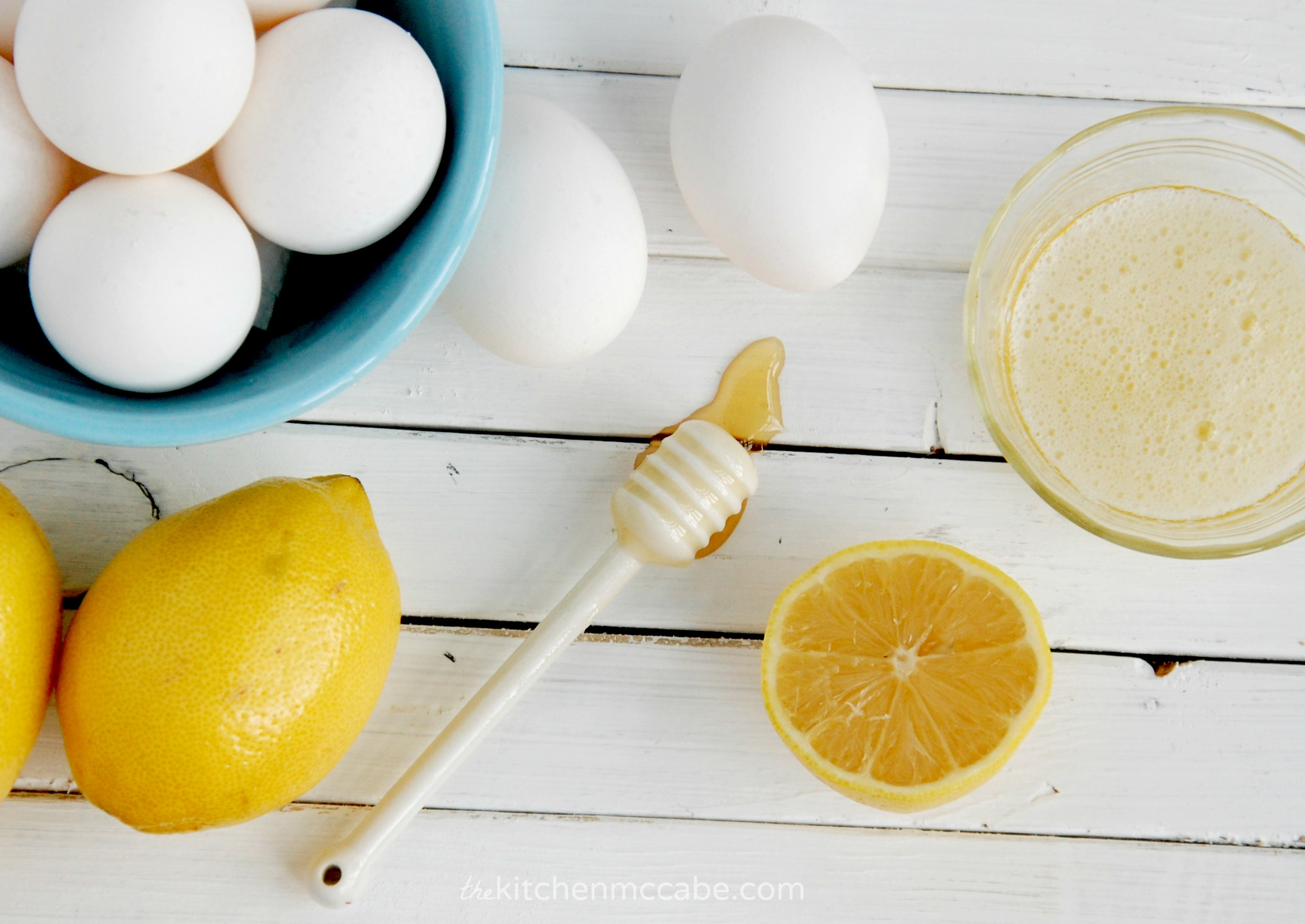 Cách làm đẹp da mặt bằng trứng gà và chanh