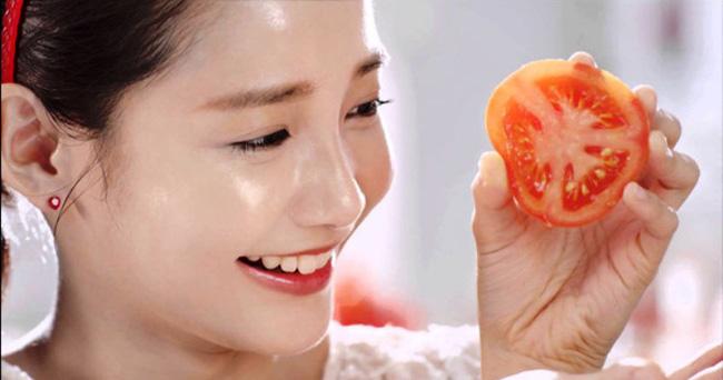 cách dưỡng trắng da bật tông với cà chua