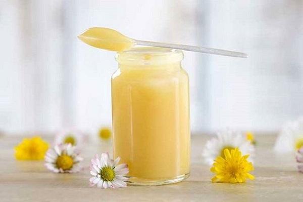 mặt nạ trị mụn bằng sữa ong chúa tươi nguyên chất